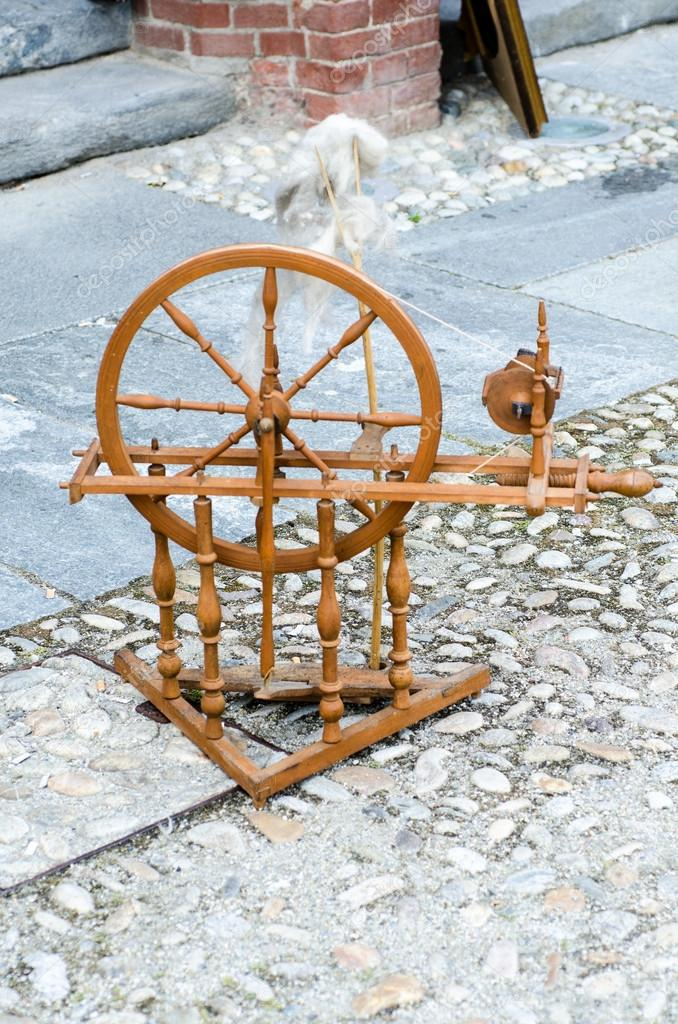 Vecchia macchina per la filatura della lana foto stock for Piani per la macchina