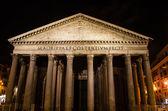 Fachada del panteón de roma en la noche — Foto de Stock