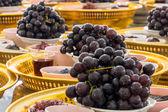 Nakornpathom, tajlandia - 5 lipiec 2014: winogrona i wiele thi czarny — Zdjęcie stockowe