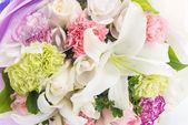 Ramo de flores aisladas en blanco — Foto de Stock