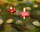 Candles floating on water — Stockfoto