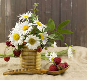 Summer flowers and berries — Stock Photo
