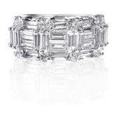 Beautiful Diamond Wedding Anniversary Band Ring — Stockfoto