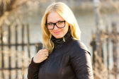 Young smiling woman with glasses outdoors portrait — Foto Stock
