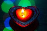 Bir kalp şeklinde yanan çay mum — Stok fotoğraf