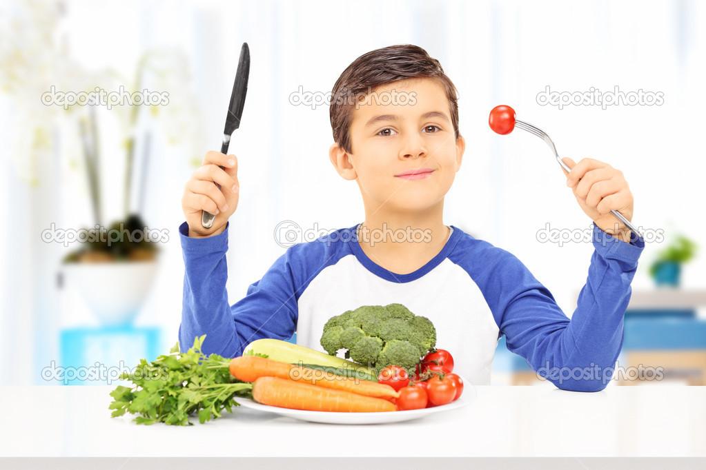 Niño Comiendo Comida Sana