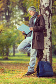 Student reading book in a park — Stock Photo