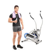 Athlete near cross trainer machine — Stock Photo
