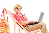 Male tourist with laptop — Foto Stock