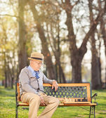 Senior playing chess alone — Stock Photo