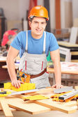 Timmerman werken in werkplaats — Stockfoto