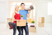 Couple moving into a new apartment — Stock Photo