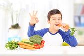 Boy eating carrot — Stock Photo