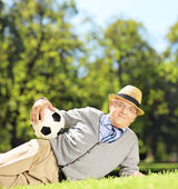 Senior man on grass with ball — Foto de Stock