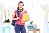 Студентка с наушниками — Стоковое фото