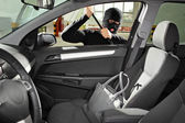 Thief steal bag in automobile — Stock Photo