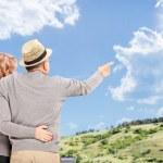 Happy couple looking at sky — Stock Photo