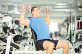 Muscular guy in gym club — Stock Photo