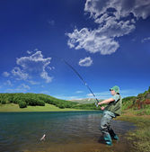 Fisherman fishing on lake — Stock Photo