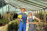 Male and female gardeners in garden — Stock Photo