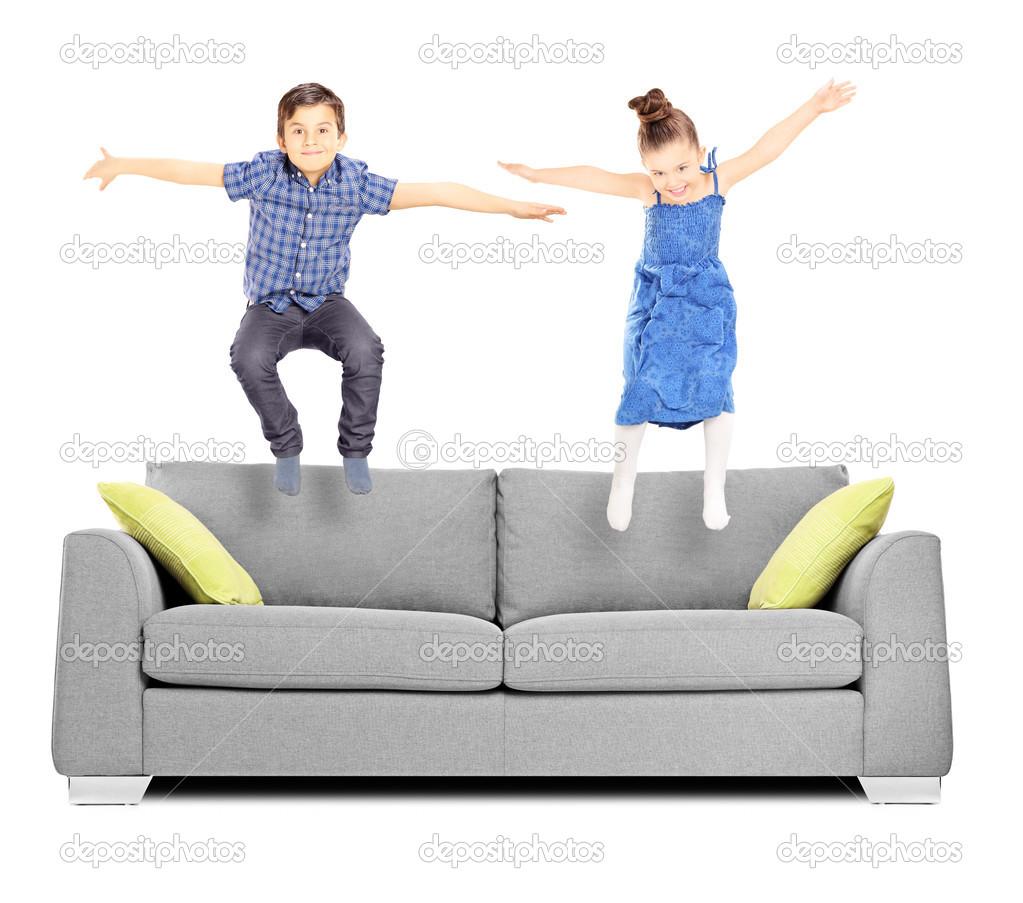 сестра по прыгала на брате