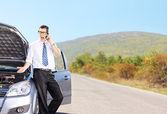 Nervous male next to broken car — Stock Photo