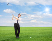 Man playing golf on field — Stock Photo