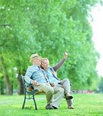 Elderly couple taking selfie — Stock Photo