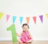 宝贝女孩庆祝第一个生日 — 图库照片