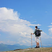 Hiker standing on mountain top — Photo