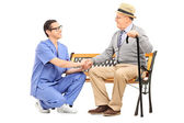 Gentleman talking to healthcare professional — Foto de Stock