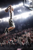 Basketball-spieler in aktion — Stockfoto