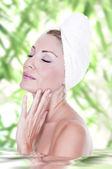Beautiful woman in spa — Stock Photo