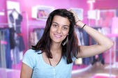 Teenage girl on a shopping — Photo