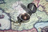 Kompas op oude kaart — Stockfoto
