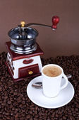 Coffee cup with grinder — Stock Photo