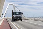 Samochodów ciężarowych poruszających się — Zdjęcie stockowe