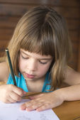Little girl drawing — Stockfoto