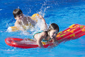 Children playing in a swimming pool — Stock Photo