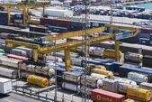 контейнерный терминал в барселоне — Стоковое фото
