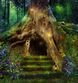 The house in the tree — Stock Photo