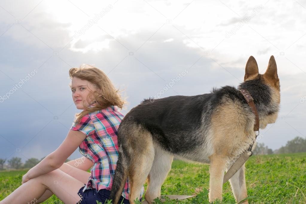 Девушки с немецкой овчаркой фото