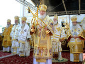 Patriarch Kirill and the other bishops on the service in Kiev, i — Stock Photo