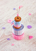 Sewing items with a check fabrics, buttons, thread and pins — 图库照片