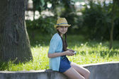 Bir tablet ile kız — Stok fotoğraf