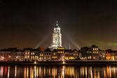 Deventer at night view from the other side of the Ijssel with th — Stockfoto