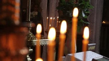 Orange candles burn in the church 1080p — Stock Video