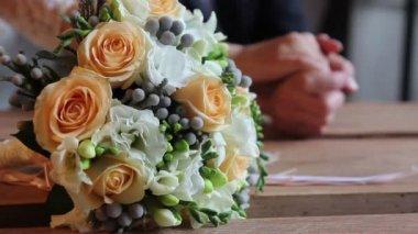Beautiful bridal bouque — Stock Video