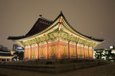 Night view of the old palace Deoksugung — Stock Photo