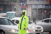 Snowy storm on the roads with traffic — ストック写真